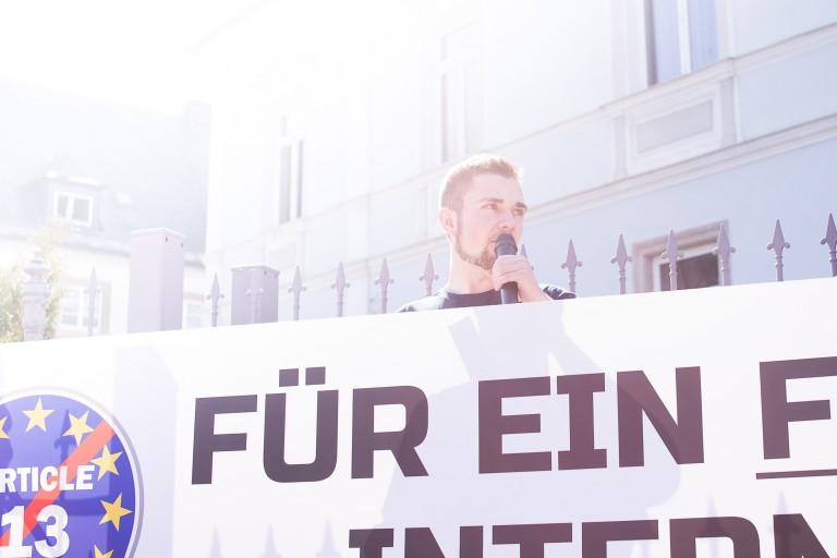 Lukas Thümling auf der Demo gegen Uploadfilter als Demo-Redner der Jusos Hof Stadt